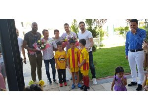 Evkur Yeni Malatyasporlu futbolcular öğrencilerle bir araya geldi