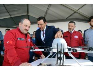Sanayi ve Teknoloji Bakanı Varank, TEKNOFEST'te stantları gezdi