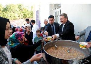 Talas'ta öğrencilere kırtasiye yardımı