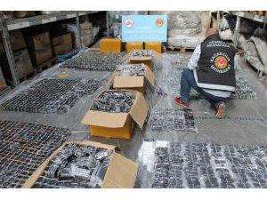 İstanbul'da kaçak 13 bin 300 adet cep telefonu ele geçirildi
