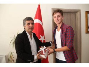 Kaymakam Turan'dan öğrencilere kitap hediyesi