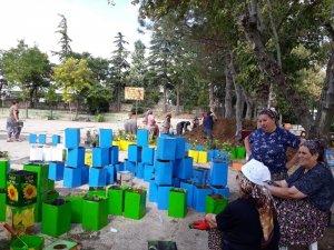 Atıklar değerlendiriliyor, mahalleler çiçekleniyor