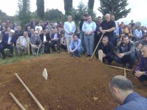 İngiltere'de geçtiğimiz hafta lojmanda ölü bulunan akademisyen bugün memleketinde toprağa verildi