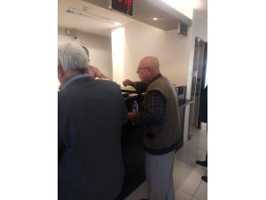 Yaşlı adam dolandırılmaktan son anda kurtuldu