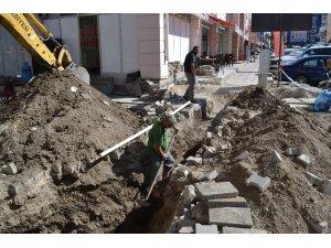 Şuhut'ta içme suyu hattı çalışmaları devam ediyor