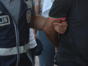 İzmir merkezli FETÖ operasyonunda 14 gözaltı