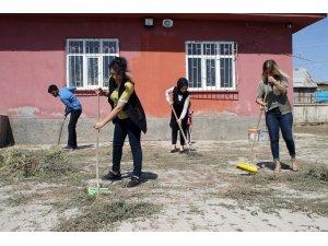 Gönüllü öğretmenler iş başında