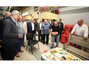 Başkan Karaosmanoğlu, hal esnafının beraket duasına  katıldı