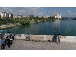 Tarihi Taşköprü'deki çirkinliğin izleri siliniyor