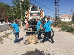Paşaköy Mahallesinde yağmursuyu ızgaralarına temizlik