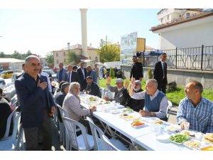 Başkan Aydın pazarcı esnafıyla kahvaltıda buluştu