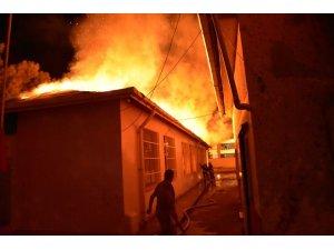 Tekirdağ'da anaokulu binası alev alev yandı