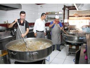 Beypazarı'nda Cuma Namazı sonrası aşure ikramı