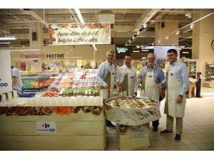 Ünlü Gurme Mehmet Yaşin CarrefourSA'da aşure dağıttı