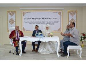 Kırşehir'de Müftü Yaman, ilk resmi nikahı kıydı