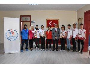 Tepebaşı Gençlik ve Spor Kulübü'nden İl Müdürü Tatlısu'ya ziyaret