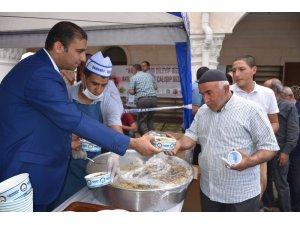 Şahinbey Belediyesi esnafa Kuran-ı Kerim ve pilav dağıttı