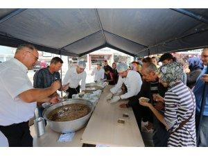 Adapazarı Belediyesi 10 bin kişilik aşure dağıttı