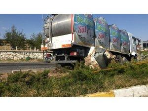 Kontrolden çıkan süt tankerinin kaza anı güvenlik kamerasında