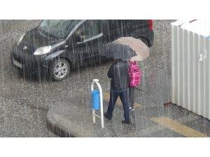 Kars'ta dolu yağışı etkili oldu