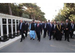 TBMM Başkanı Yıldırım Azerbaycan ve Türk Şehitliklerini ziyaret etti