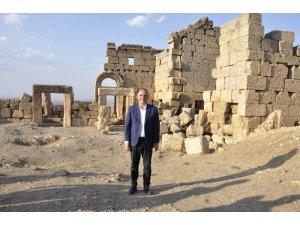 Bakan Ersoy, Zerzevan Kalesi'ni ziyaret etti