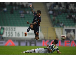 Spor Toto Süper Lig: Bursaspor: 0 - Medipol Başakşehir: 0 (İlk yarı)