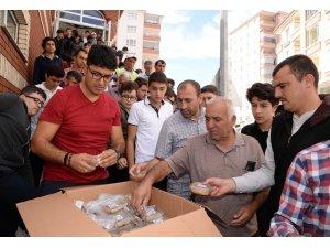 Pursaklar Belediyesi çok sayıda aşure ikram etti