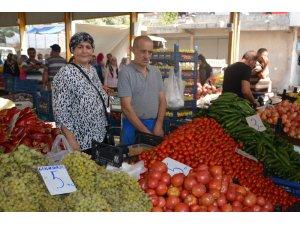 Anamur pazarında zam şampiyonu domates