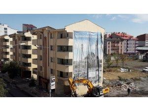 Külliye inşaatında yıkım çalışması başladı
