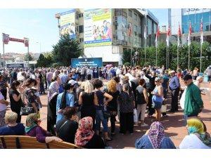 Maltepe'de 25 bin kişiye aşure dağıtıldı