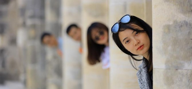 Mutlu turistler Türkiye'yi tanıtıyor