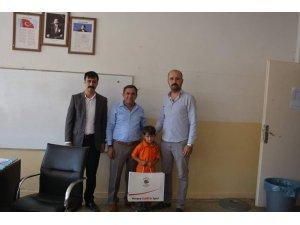 Elbeyli Belediye Başkanı Şimşek'ten öğrencilere kırtasiye yardımı