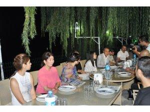 Kazakistanlı gazeteciler Özdemir ile bir araya geldi