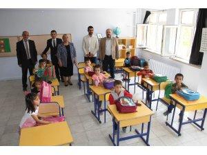 Tunceli'de öğrencilere kırtasiye desteği