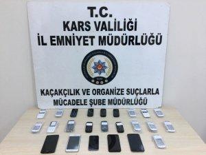 Kars'ta kaçak telefon ele geçirildi