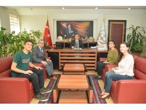 Bilsem öğrencileri Müdür Yıldız ile röportaj yaptı