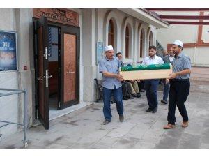 Minik Bayram'ın kemik parçaları cenaze töreni için camiye getirildi