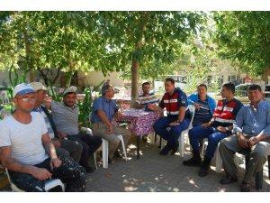 Malkara jandarma ekibi vatandaşları bilgilendiriyor