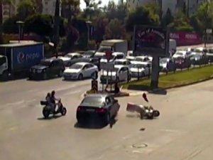 Antalya'da kırmızı ışık ihlallerinin ölüme davetiye çıkardığı anlar