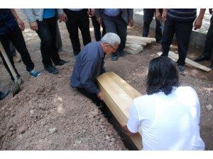 Kayıp Bayram'ın kemikleri tabutuyla defnedildi