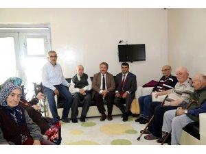 Başkan Palancıoğlu'ndan yaşlılara ziyaret