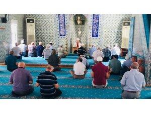 Vefat eden din görevlileri için dua okundu