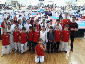 Karate Takımı Sakarya'da turnuvaya katıldı