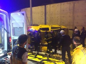 Takla atan aracı içine sıkışan taksiciyi itfaiye kurtardı