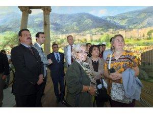 MHP'den Fetih Müzesi'ne ziyaret