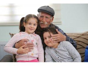 Miniklerin koca çınarlara Yaşlılar Günü ziyareti