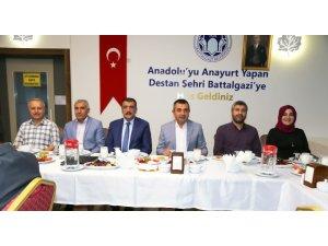 Gürkan, AK Parti yeni il yönetimi ile bir araya geldi