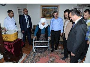 Çınar'dan 81 yaşındaki Hidayet Teyze'ye ziyaret