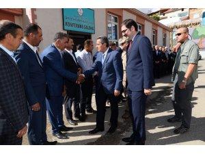 Vali Kalkancı Çelikhan'da muhtarlar ve vatandaşlarla bir araya geldi